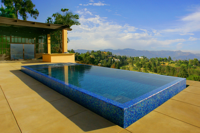 3 Reasons to Buy an Infinity Pool